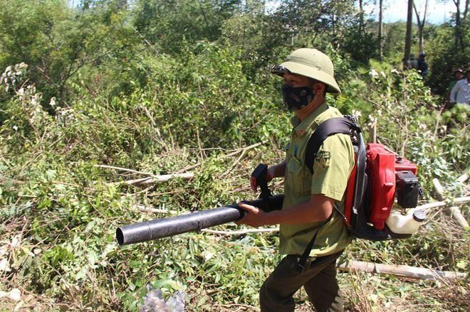 Cháy rừng liên tục ở Hà Tĩnh, thiếu thiết bị chữa cháy nói gì đến trực thăng - Ảnh 6.