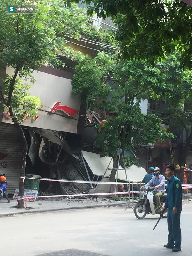 Hiện trường vụ sập nhà ở Hàng Bông - Ảnh 4.