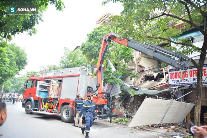 Hiện trường vụ sập nhà ở Hàng Bông - Ảnh 6.