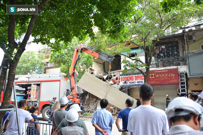 Hiện trường vụ sập nhà ở Hàng Bông - Ảnh 5.