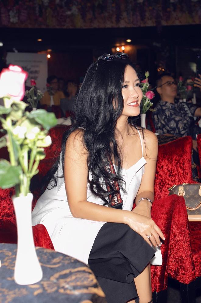 Diva Hồng Nhung mặc trẻ trung, gợi cảm đến chúc mừng nhóm Oplus ra mắt album mới - Ảnh 6.
