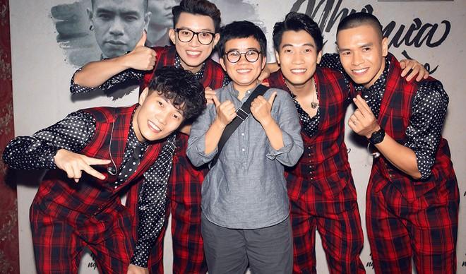 Diva Hồng Nhung mặc trẻ trung, gợi cảm đến chúc mừng nhóm Oplus ra mắt album mới - Ảnh 1.