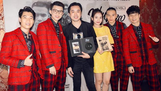 Diva Hồng Nhung mặc trẻ trung, gợi cảm đến chúc mừng nhóm Oplus ra mắt album mới - Ảnh 11.