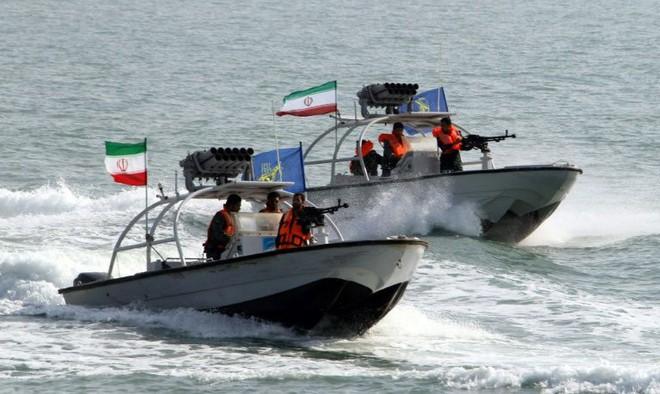 Iran tung video bắt giữ tàu chở dầu ở Eo biển Hormuz - Tàu chiến Hải quân Anh can thiệp bất thành - Ảnh 5.