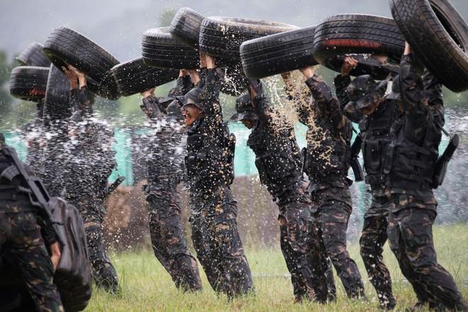 Khám phá khả năng quân sự của Trung Quốc ở Hong Kong - Ảnh 2.