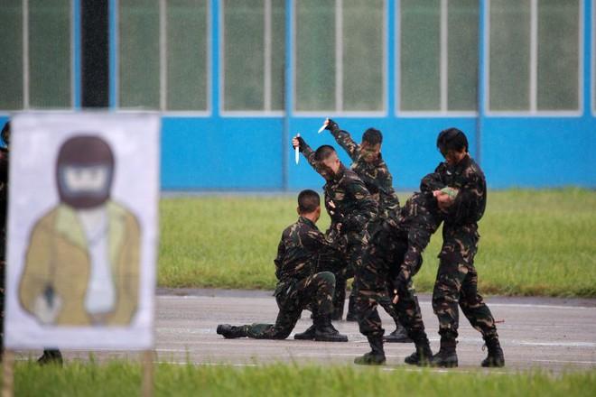 Khám phá khả năng quân sự của Trung Quốc ở Hong Kong - Ảnh 5.