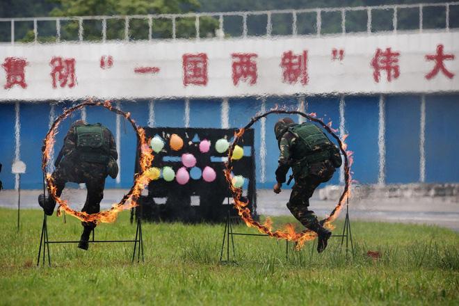 Khám phá khả năng quân sự của Trung Quốc ở Hong Kong - Ảnh 4.