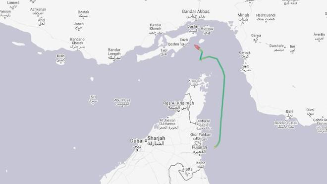 Iran tung video bắt giữ tàu chở dầu ở Eo biển Hormuz - Tàu chiến Hải quân Anh can thiệp bất thành - Ảnh 11.