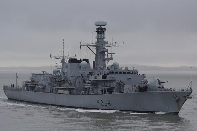 Iran tung video bắt giữ tàu chở dầu ở Eo biển Hormuz - Tàu chiến Hải quân Anh can thiệp bất thành - Ảnh 3.