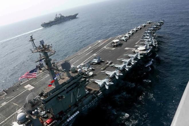 Liên quân Anh - Mỹ dàn trận tàu chiến bao vây Iran: Đánh úp bất ngờ? - Ảnh 1.