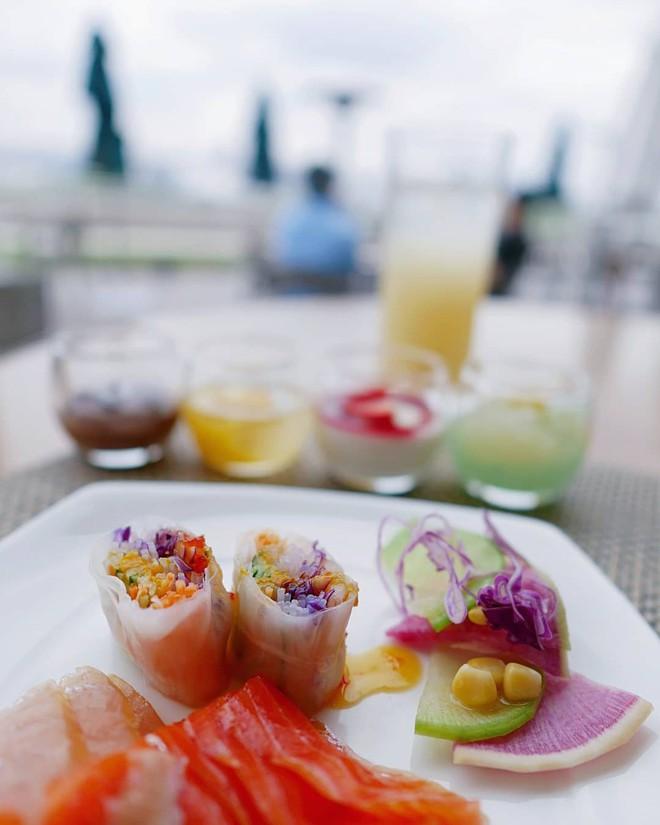 Người Việt vẫn bị chê thiếu văn minh khi ăn tiệc buffet, vậy đâu là cách ăn thật sang mà lại huề được vốn bỏ ra ban đầu? - Ảnh 9.