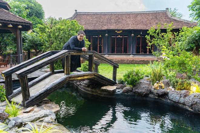 Nhà vườn rộng 1.600 m2 và hồ cá Koi 5 tỉ đồng của Hoàng Mập - Ảnh 1.