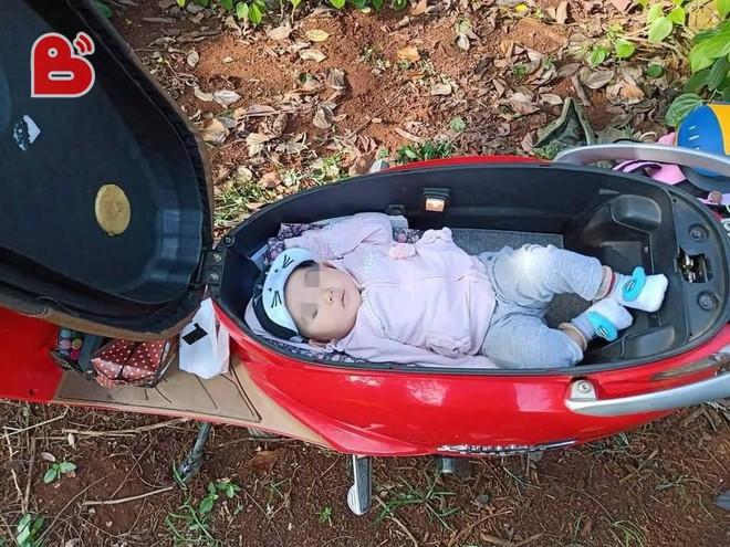 Đặt con vào cốp xe máy vì mẹ mải làm rẫy, hình ảnh khiến dân mạng tranh cãi gay gắt - Ảnh 2.