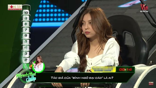 Bạn gái cầu thủ Quang Hải bị chê thiếu kiến thức khi tham gia chương trình truyền hình - Ảnh 4.