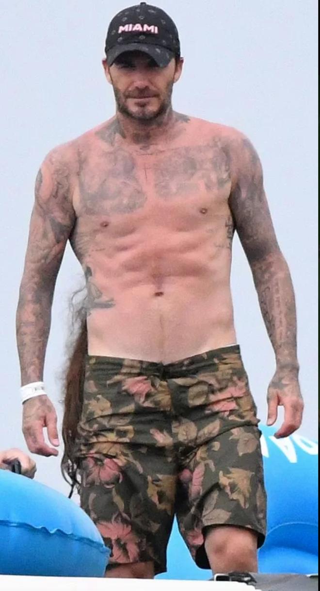 David Beckham khoe body săn chắc đáng gờm ở tuổi 44 - ảnh 1