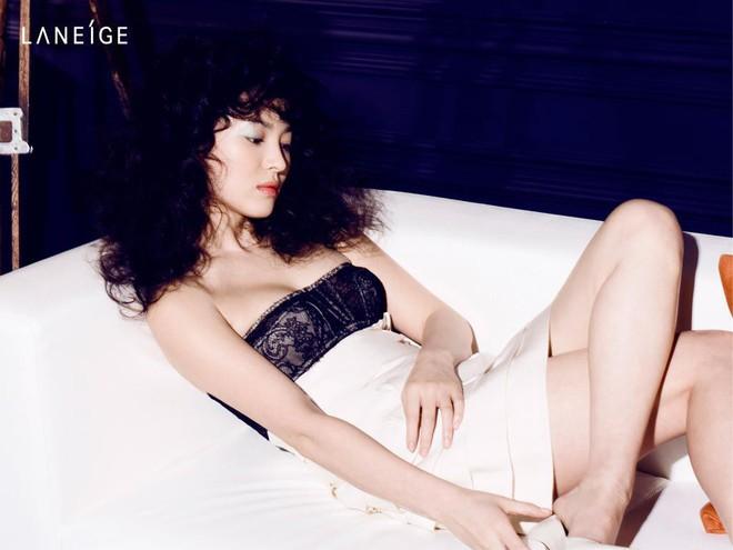 Đâu phải bây giờ mới táo bạo, Song Hye Kyo từng có những khoảnh khắc khoe vòng 1 đầy đặn nóng bỏng thế này cơ mà  - Ảnh 12.