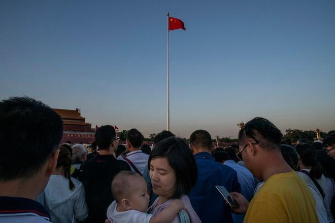 Nỗi khổ của phụ nữ Trung Quốc: Ở công ty thì bị phân biệt, về nhà cam chịu chồng ngoại tình, ngược đãi vì lo sợ ly hôn trắng tay - Ảnh 4.