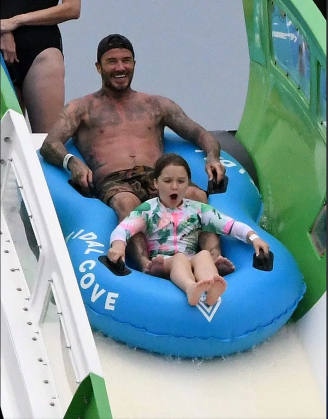 David Beckham khoe body săn chắc đáng gờm ở tuổi 44 - ảnh 4