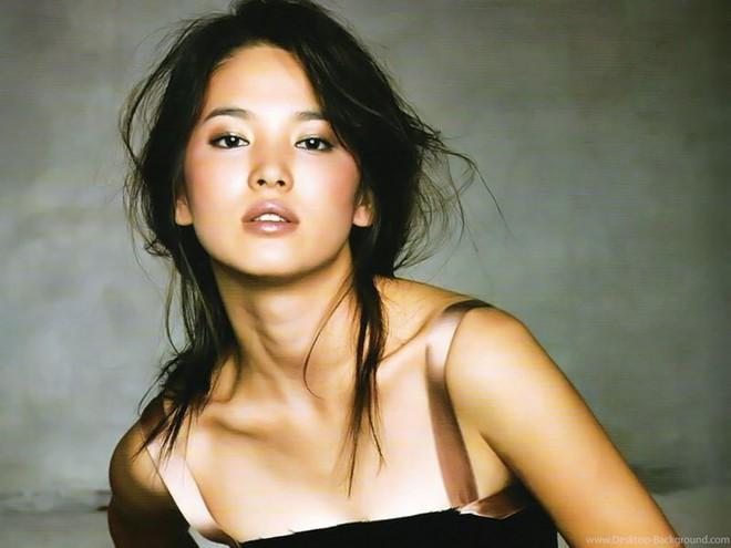 Đâu phải bây giờ mới táo bạo, Song Hye Kyo từng có những khoảnh khắc khoe vòng 1 đầy đặn nóng bỏng thế này cơ mà  - Ảnh 8.