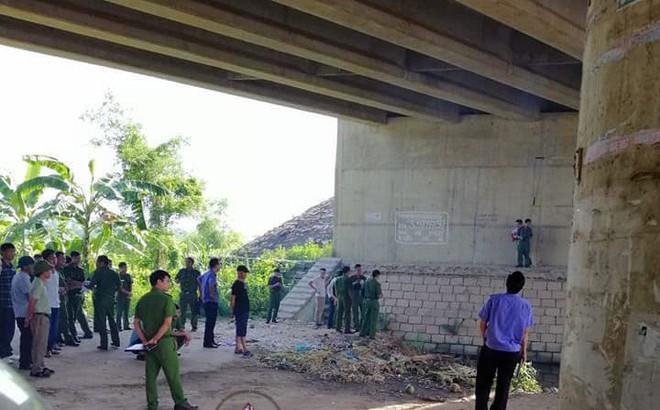 Vĩnh Phúc: Cảnh sát dùng máy bơm hút nước để đưa thi thể dưới hố nước lên