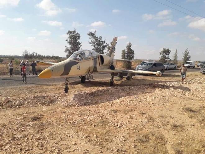 Phi công LNA bỏ phi vụ không kích Tripoli, Libya: Đào thoát trên máy bay quen thuộc? - Ảnh 1.
