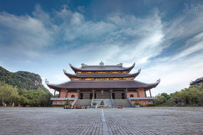 Lên chùa tu hành, nữ sinh Ninh Bình khiến gây sốt khi tình cờ lọt vào ống kính nhiếp ảnh - Ảnh 4.
