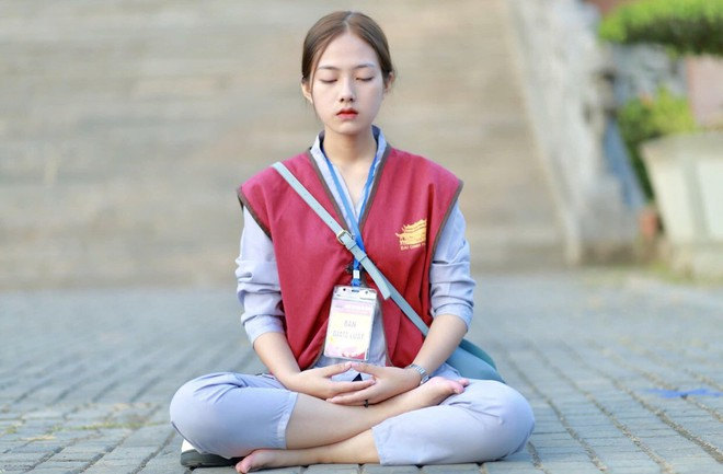 Lên chùa tu, nữ sinh Ninh Bình gây sốt khi tình cờ lọt vào ống kính nhiếp ảnh - Ảnh 1.