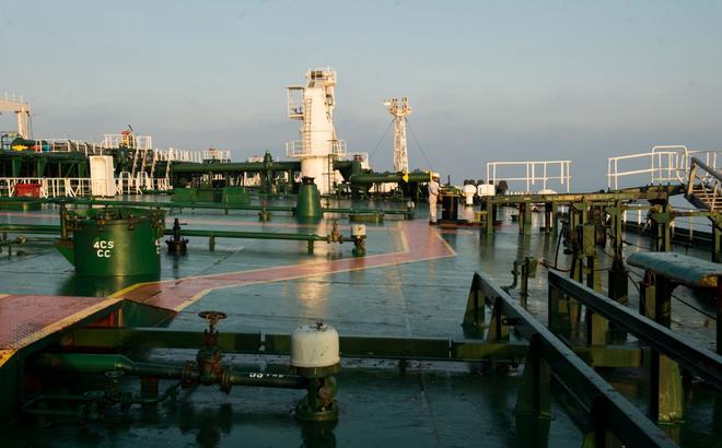 """Hơn 20 triệu thùng dầu Iran đổ bộ cảng TQ: Mỹ """"giận tím mặt"""" nhưng cũng không thể bắt bẻ?"""