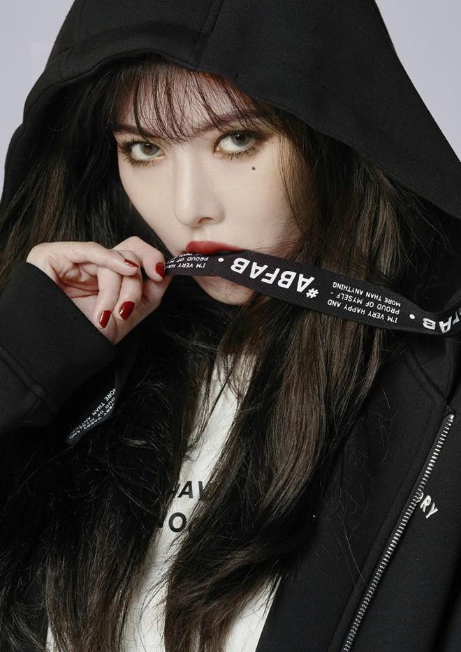 HyunA bị chỉ trích vì ăn mặc, tạo dáng phản cảm tại lễ hội - Ảnh 9.