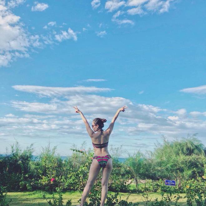 Liên tục khoe ảnh diện bikini gợi cảm, Phương Linh: Về quê vali nặng 35 kg chứa toàn bikini - Ảnh 11.