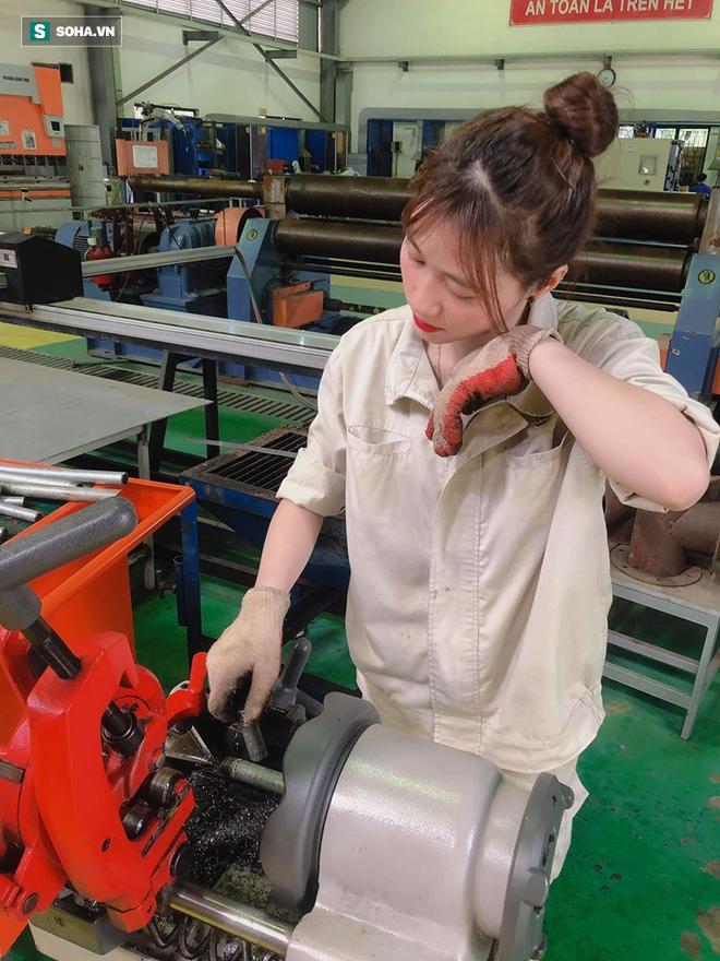 Chụp ảnh mặc đồ công nhân bị chê làm màu, nữ sinh viên đáp trả: Công việc của tôi đấy - ảnh 4