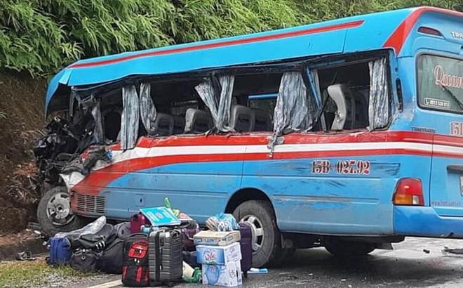 Xe khách đâm xe đầu kéo ở Tuyên Quang, hơn 10 người bị thương