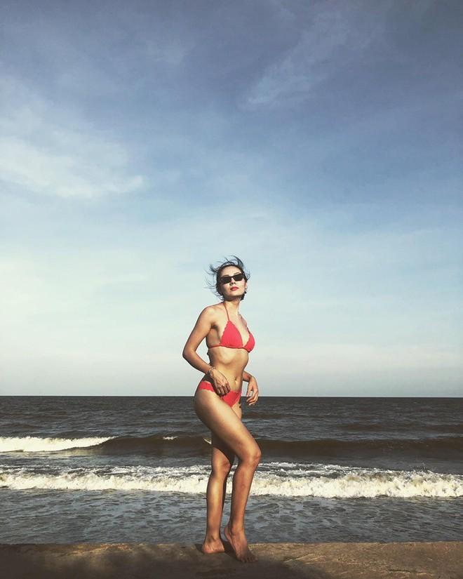 Liên tục khoe ảnh diện bikini gợi cảm, Phương Linh: Về quê vali nặng 35 kg chứa toàn bikini - Ảnh 1.