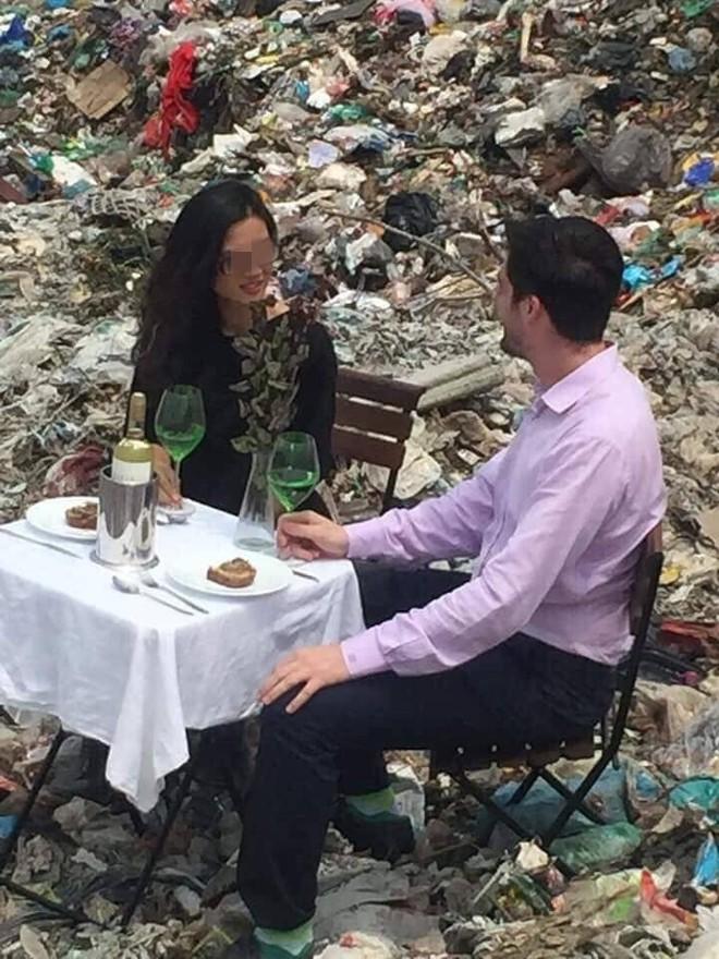 Cặp nam nữ đặt bàn, uống rượu vang ở bãi rác Nam Sơn khiến nhiều người khó hiểu - Ảnh 3.