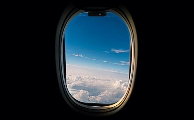 """Lịch sử """"đẫm máu"""" liên quan tới các góc bo tròn trên cửa sổ máy bay"""