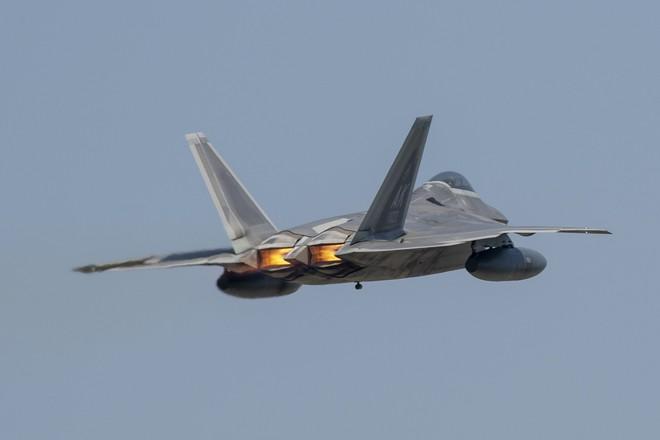 Tiêm kích tối tân F-22 bị Trung Quốc tóm sống: Công nghệ tàng hình Mỹ hữu danh vô thực? - Ảnh 1.