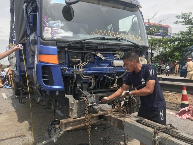 Quốc lộ 5 ùn tắc hơn 10km sau vụ tai nạn, tài xế tắt máy xuống lề đường ngồi tránh nóng - Ảnh 12.