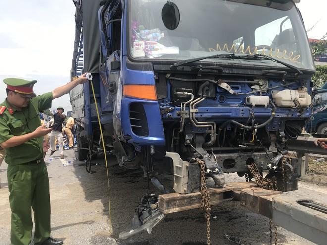 Quốc lộ 5 ùn tắc hơn 10km sau vụ tai nạn, tài xế tắt máy xuống lề đường ngồi tránh nóng - Ảnh 15.