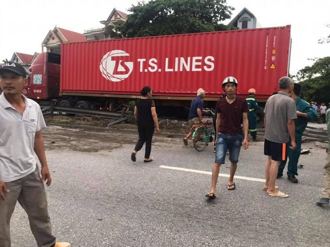Hiện trường vụ tai nạn kinh hoàng khiến 6 người tử vong ở Hải Dương - Ảnh 5.