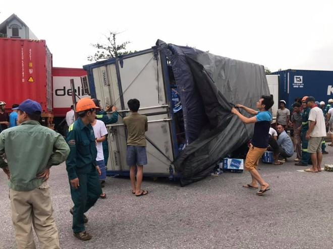 Hiện trường vụ tai nạn kinh hoàng khiến 6 người tử vong ở Hải Dương - Ảnh 2.