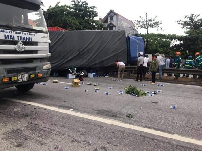 Quốc lộ 5 ùn tắc hơn 10km sau vụ tai nạn, tài xế tắt máy xuống lề đường ngồi tránh nóng - Ảnh 16.
