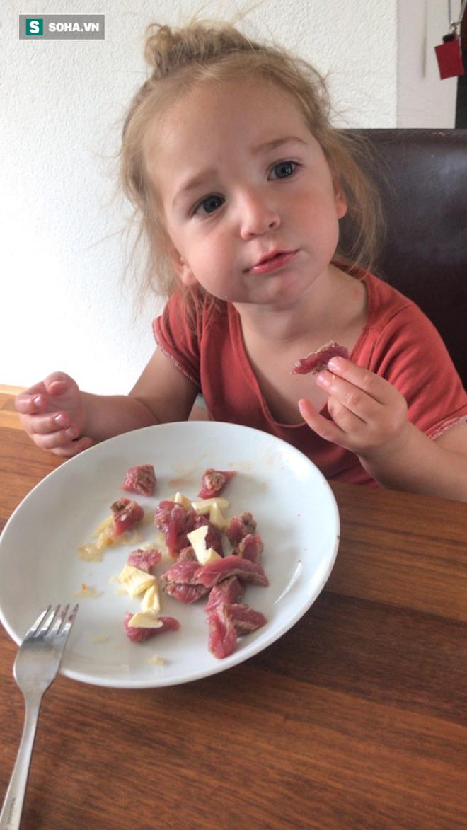 Câu chuyện ăn uống kỳ lạ: Gia đình 3 người đều ăn thịt sống, không ăn rau củ quả - Ảnh 2.
