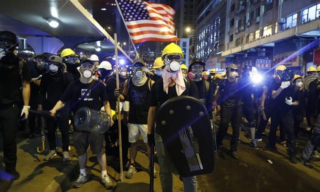 Quốc huy TQ bị xúc phạm, Hồng Kông nóng rực, khi nào Quân giải phóng động binh dẹp loạn? - Ảnh 2.