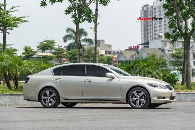 Qua thời đỉnh cao, Lexus GS 350 bán lại chỉ hơn 700 triệu đồng - Ảnh 1.