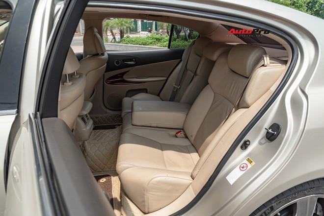 Qua thời đỉnh cao, Lexus GS 350 bán lại chỉ hơn 700 triệu đồng - Ảnh 9.