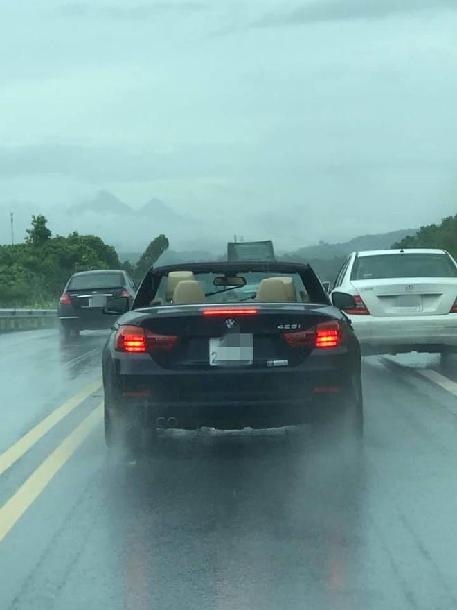 Đi BMW mui trần sang chảnh, tài xế rơi vào cảnh khóc dở mếu dở khiến cả đường ngoái nhìn - Ảnh 1.