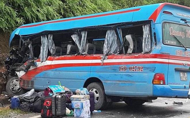 Xe đầu kéo lấn làn đâm xe khách chở đoàn từ thiện khiến 2 giáo viên, 1 nữ sinh tử vong