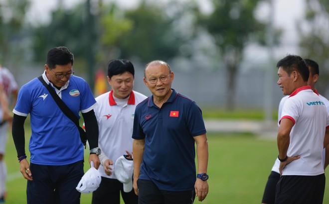Chính thức: VFF đổi lịch V.League, giúp HLV Park Hang-seo có thêm cơ hội hạ Thái Lan