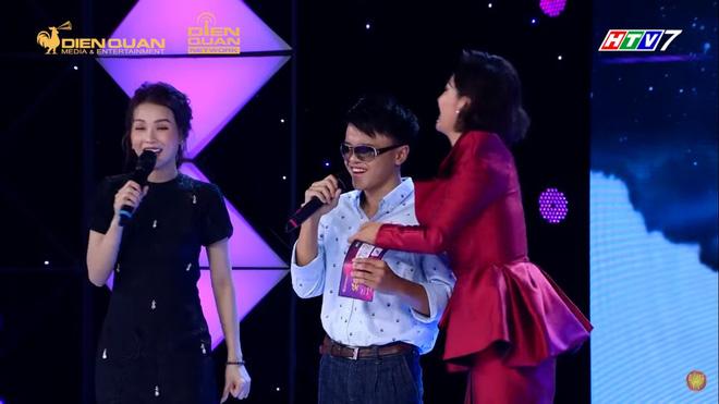 Trấn Thành tặng kính 20 triệu và 5 triệu tiền mặt cho chàng trai khiếm thị 17 tuổi - Ảnh 5.