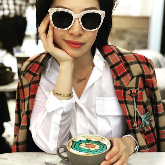 Cận cảnh lớp học trị giá 16 nghìn USD của chị em nhà giàu chỉ để biết cách ngồi bàn, ăn chuối sao cho quý tộc - Ảnh 4.